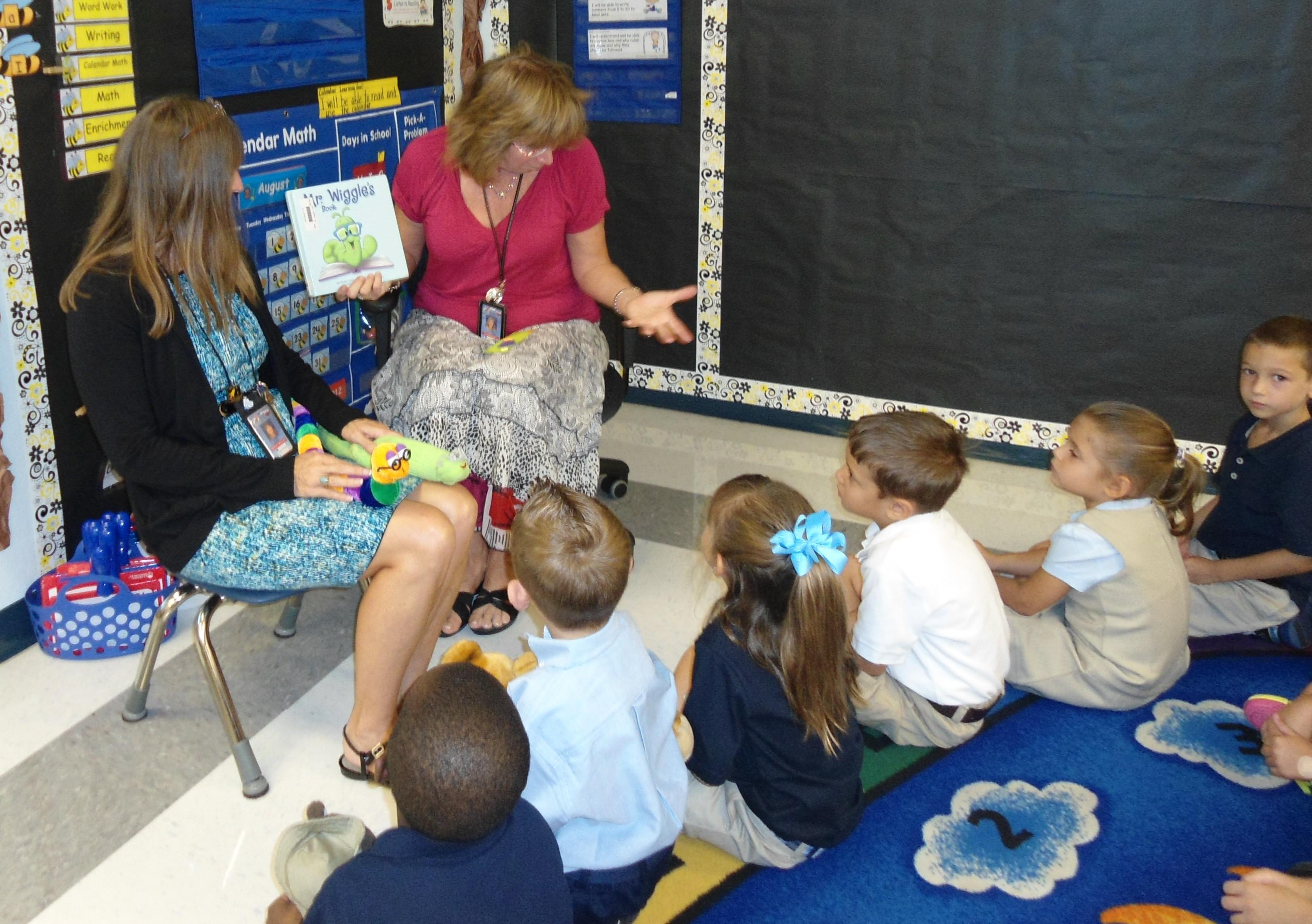 Palm Pointe media staff read to kindergarten students