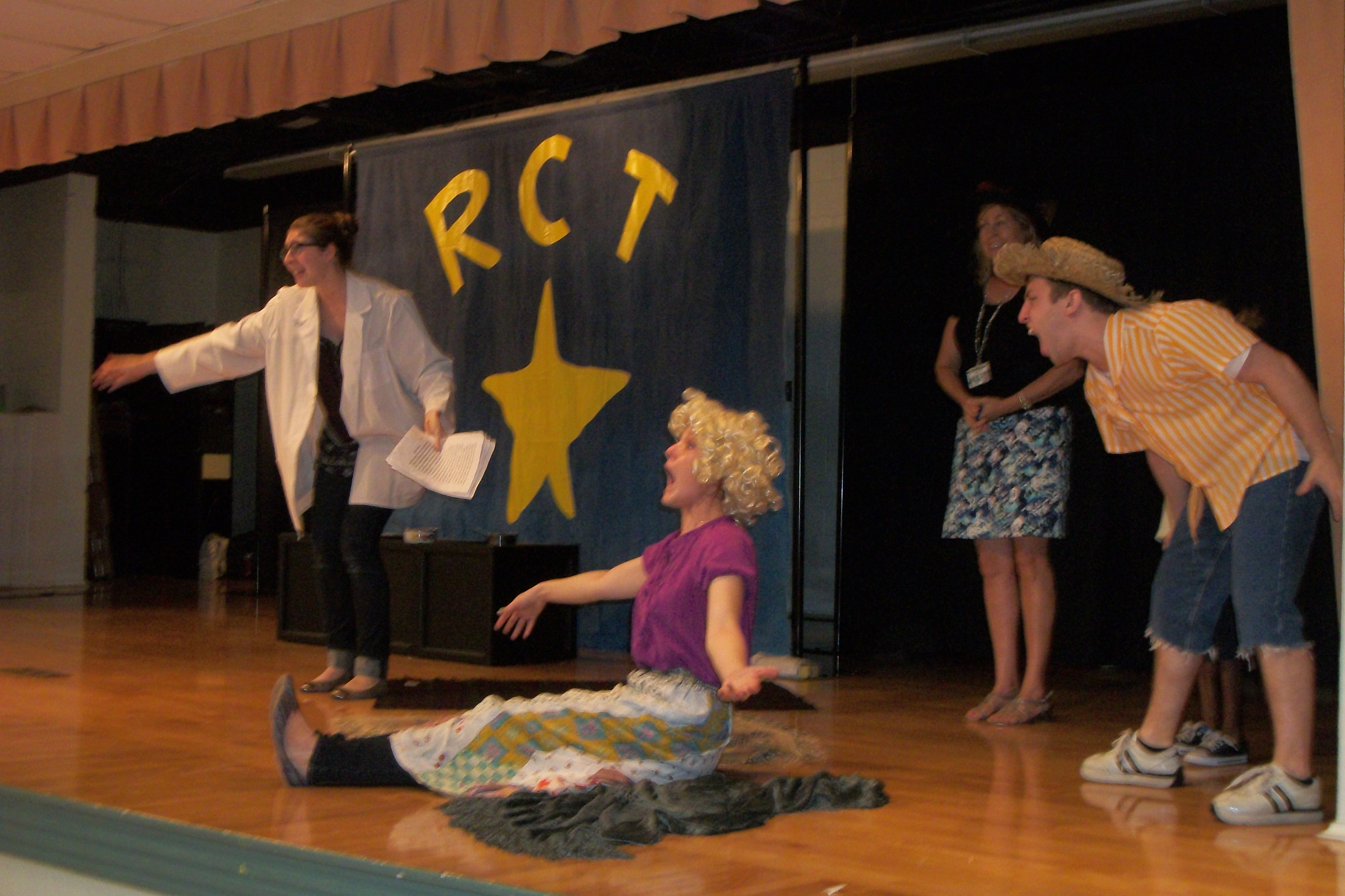 Garden City students enjoy theatre on the go