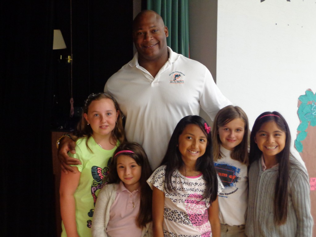 Former Miami Dolphin Cross visits Oak Hammock to encourage reading