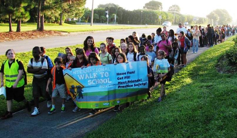 Manatee Academy turns out crowd for Walk to School Day