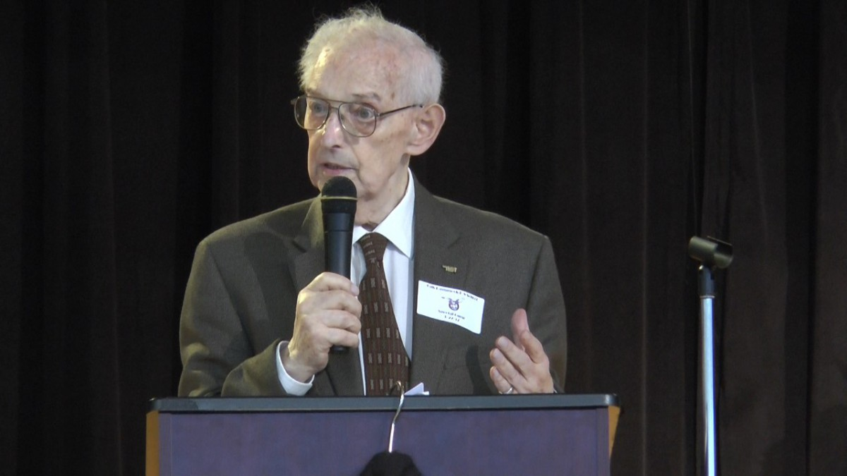 Holocaust Survivors Recount History for Students at Oak Hammock K-8