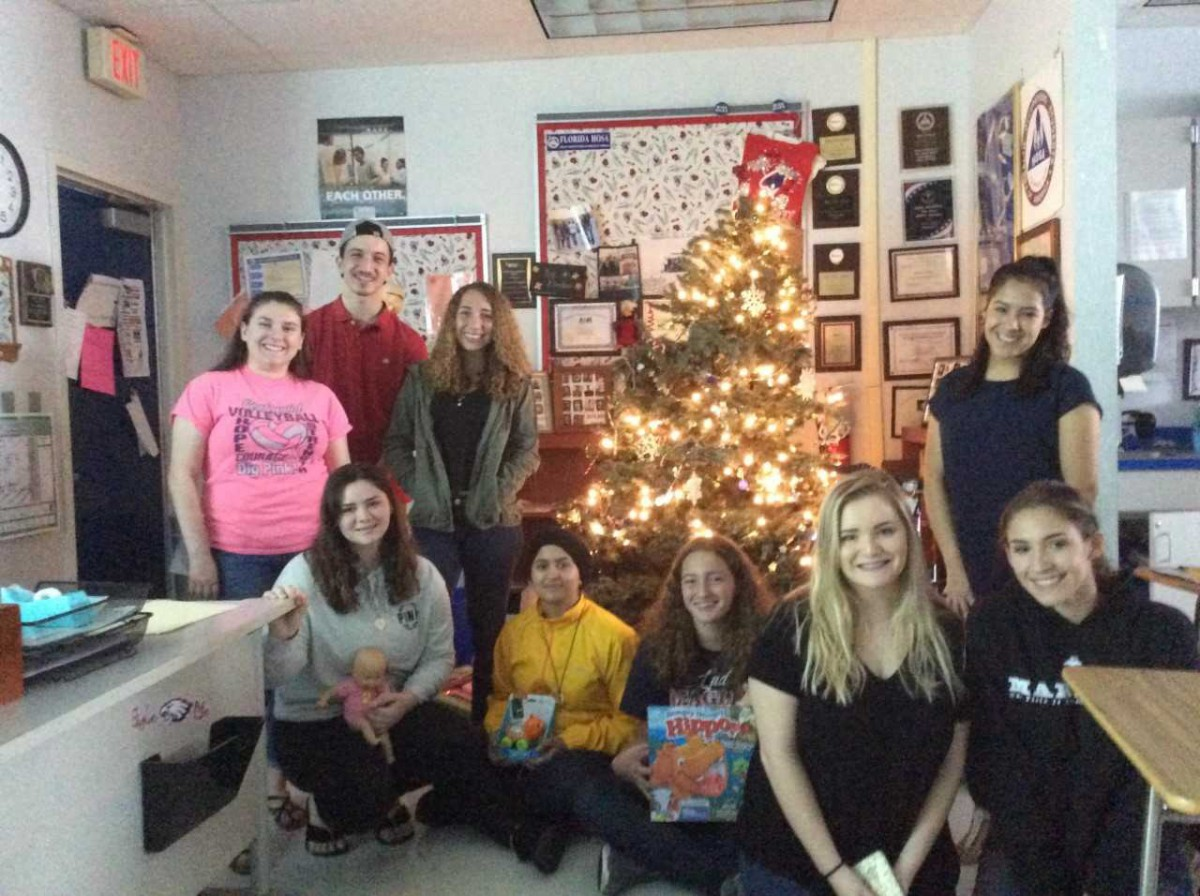 SLW Centennial HOSA Students Participate in HOSA Toy Drive