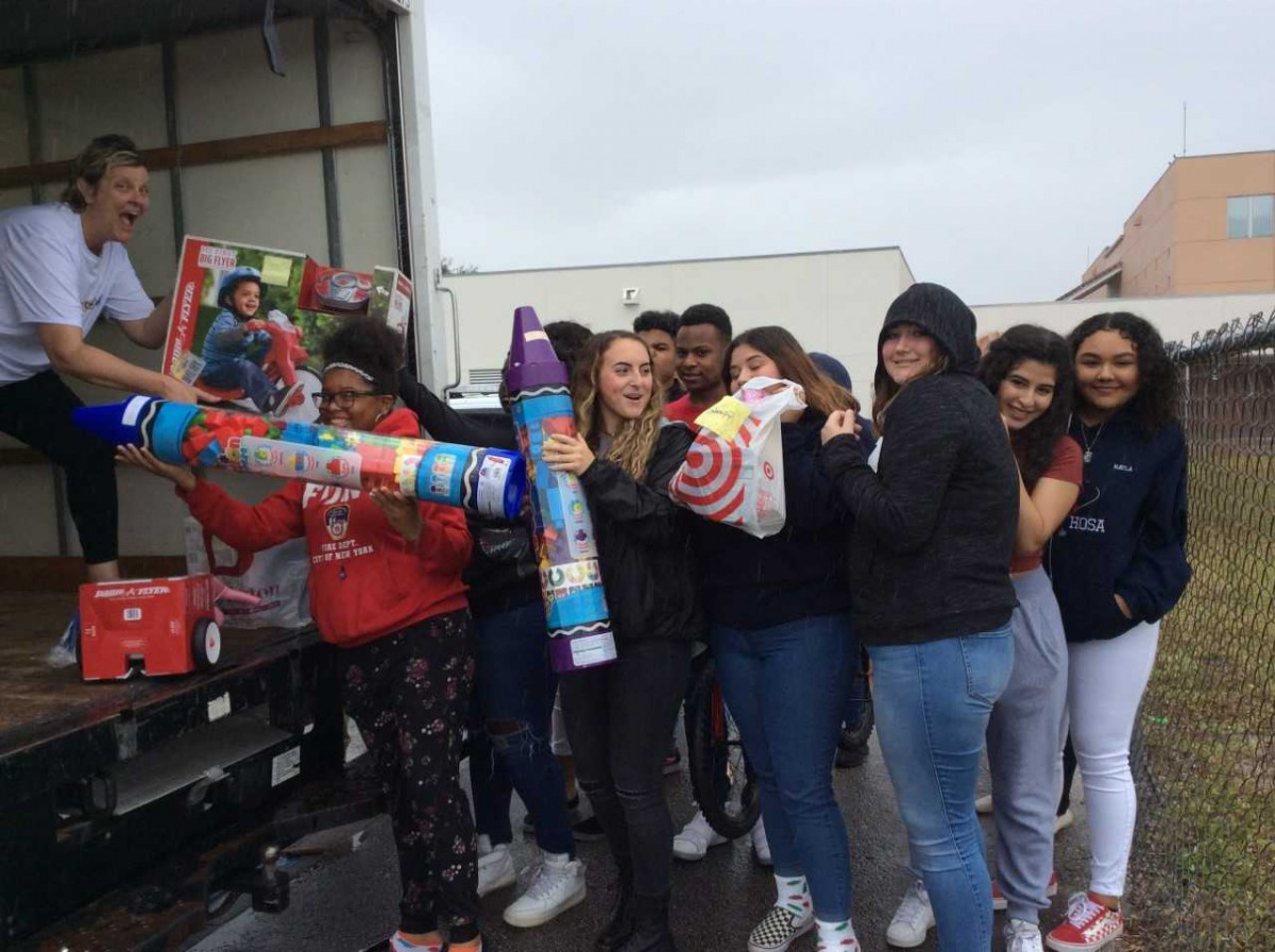 SLW Centennial Medical Academy Students Collect Toys for Local Children in Foster Care
