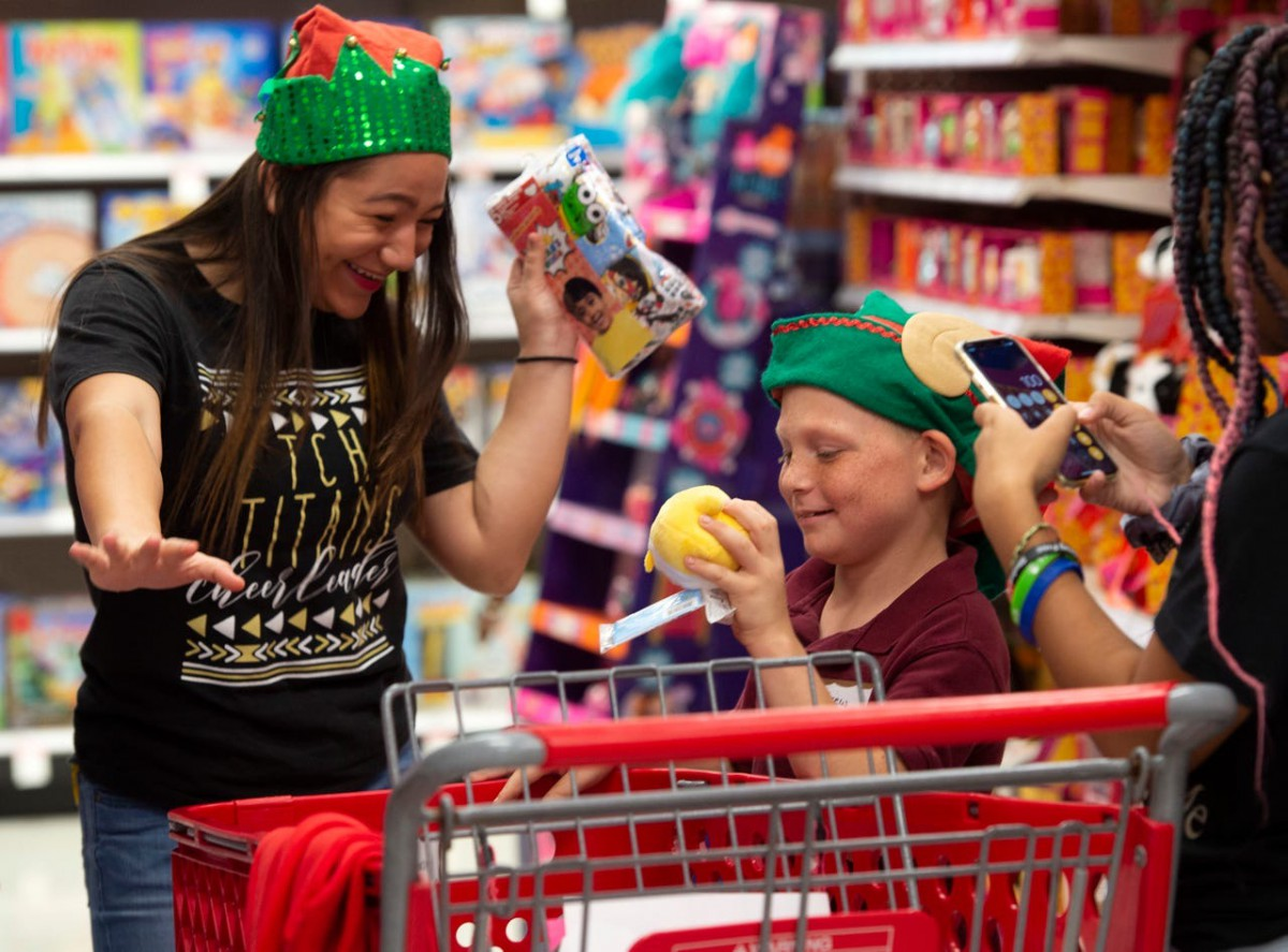 TCHS Titan Ambassadors Treat Windmill Point Students to Shopping Spree!